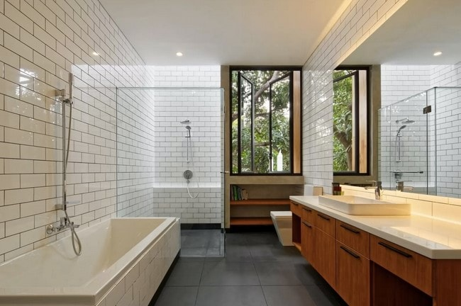 desain kamar mandi rumah lombok