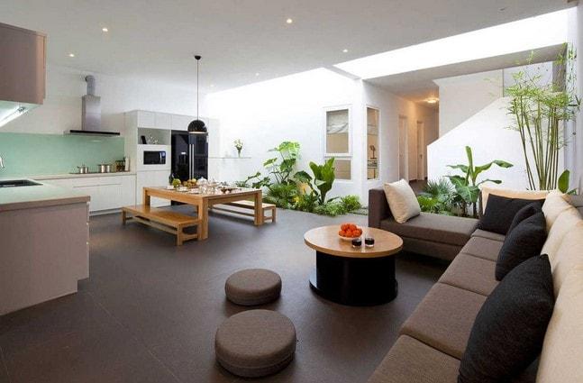 interior rumah lombok dengan tanaman
